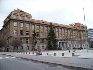 Technická, VŠCHT, budova A, autor: ŠJů, CC-BY-SA-3.0